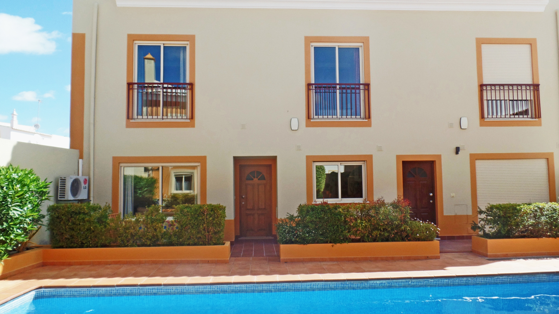 2 bedroom townhouse in small complex with communal pool in budens, west algarve