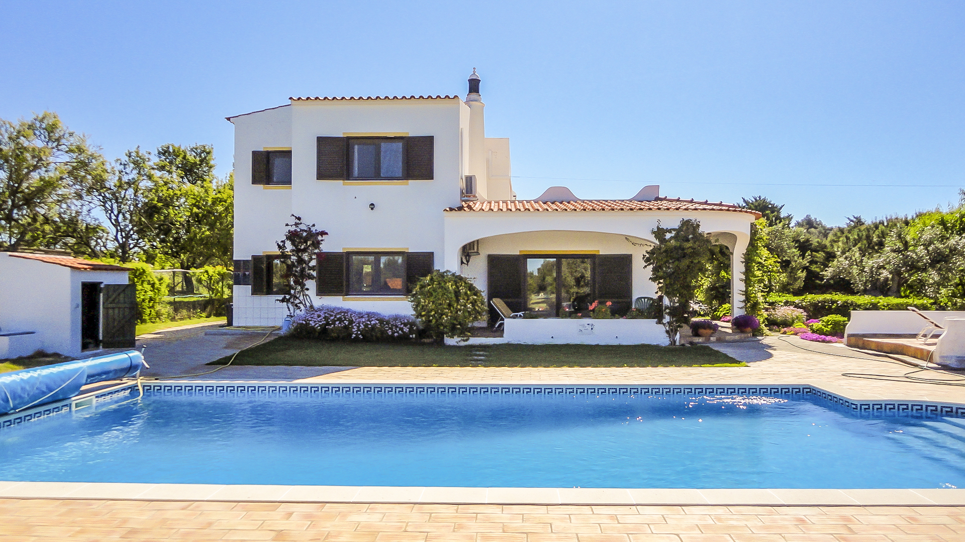 3 bedroom country villa with pool, sea and estuary views in Mexilhoeira Grande, West Algarve | S2266