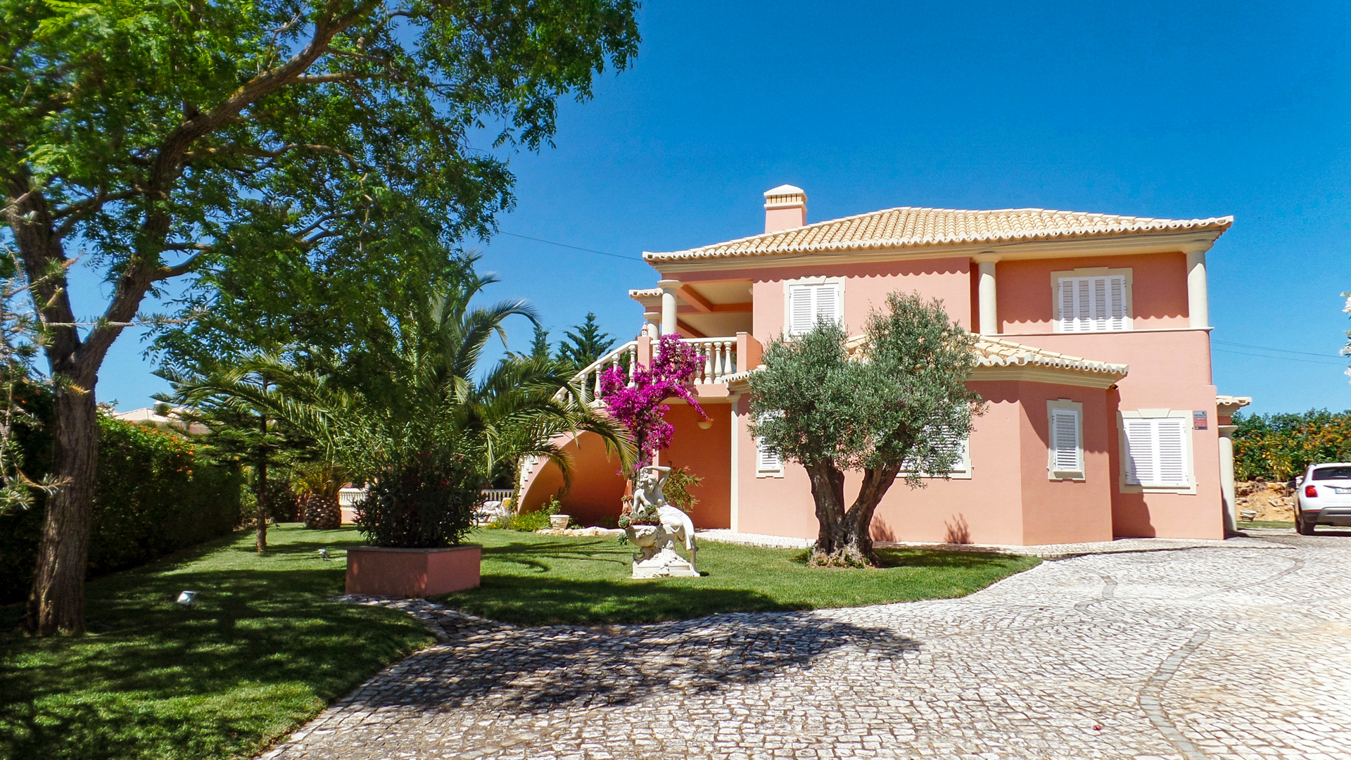 4+1 Bedrooms Luxury Villa with pool, near Porches | VM879 4+1 bedroom villa with pool, close to amenities. The villa is located near Porches and the beach. It has good sized living area and was built with high quality materials. Perfect for permanent living or holidays.