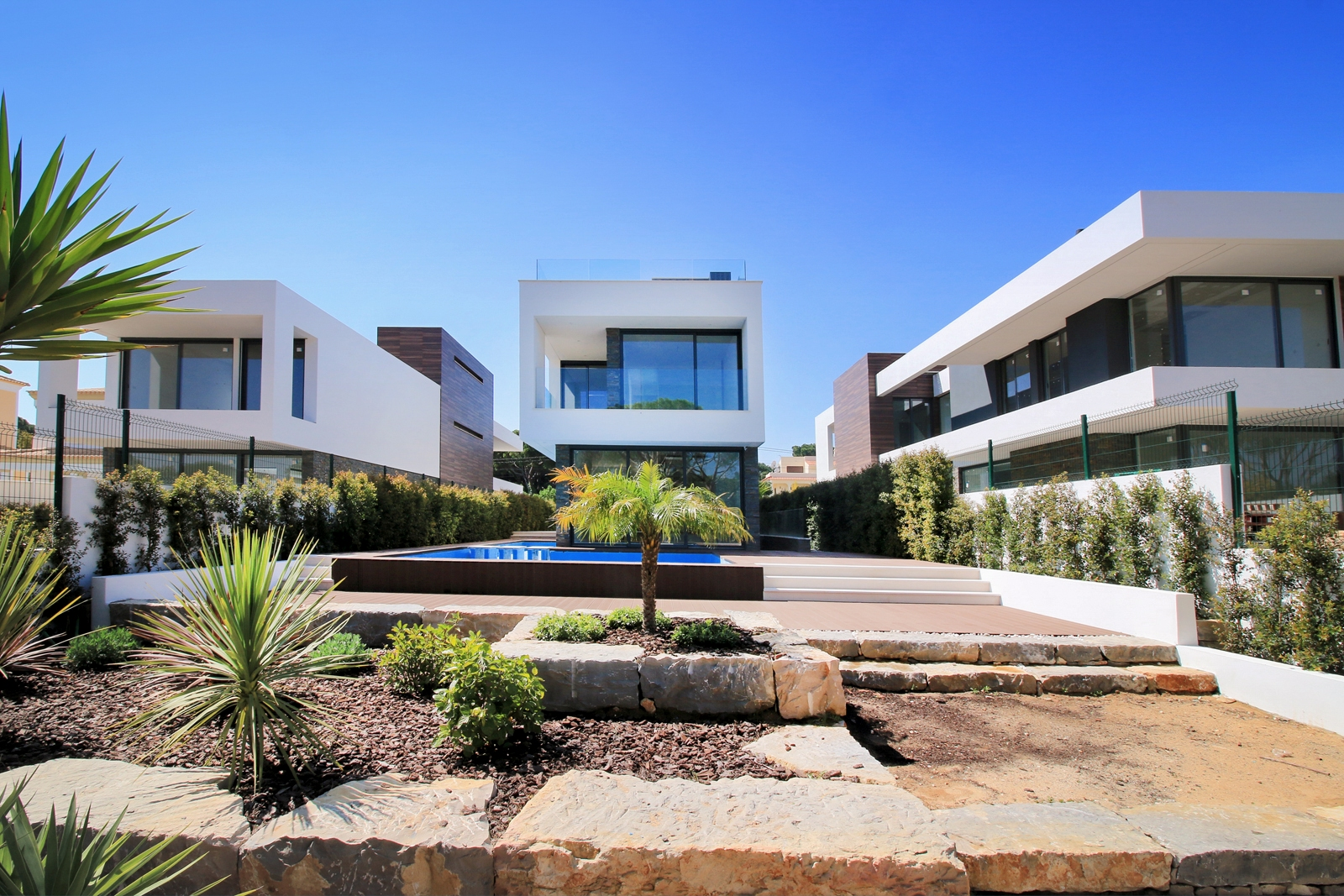 Contemporary 5 Bedroom Villa near Falésia Beach, Albufeira | VM906 Modern 5 bedroom villa with pool, close to Falésia beach. It has a basement and a big living area. Great location, close to amenities, beaches and golf.