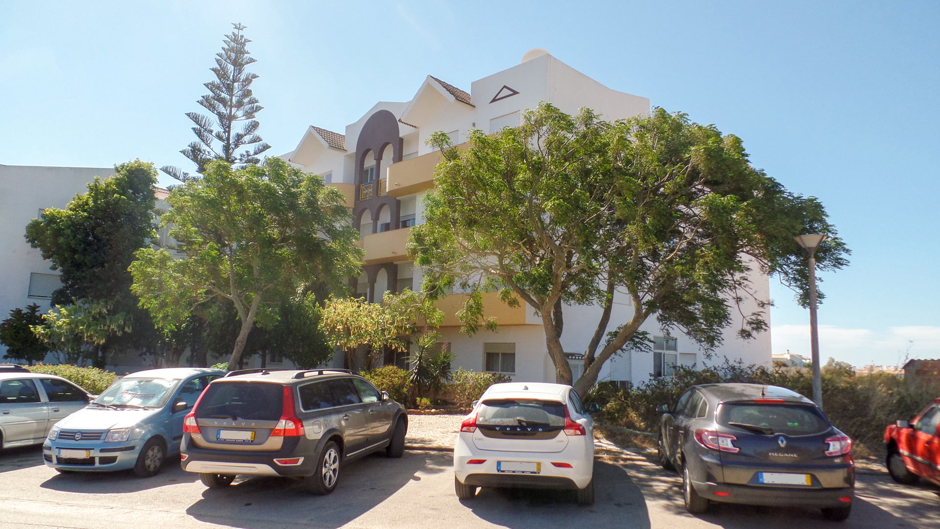 2 Bedroom ground floor apartment in Salema, West Algarve | LG911