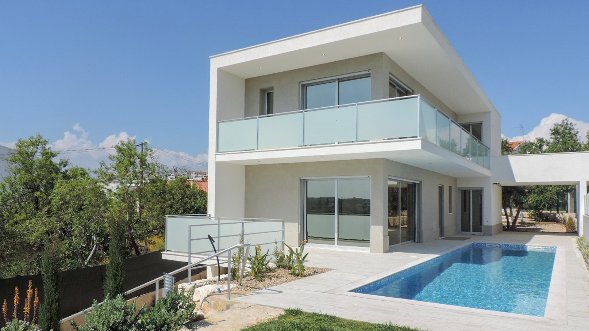 Brand New 4 Bedroom Villa with Sea Views in Pêra | VM954 New 4 bedroom villa close to amenities and beach, in Pêra. The villa has a fully equipped kitchen and several technological details to give more comfort to its owners. It has also a pool and garden.