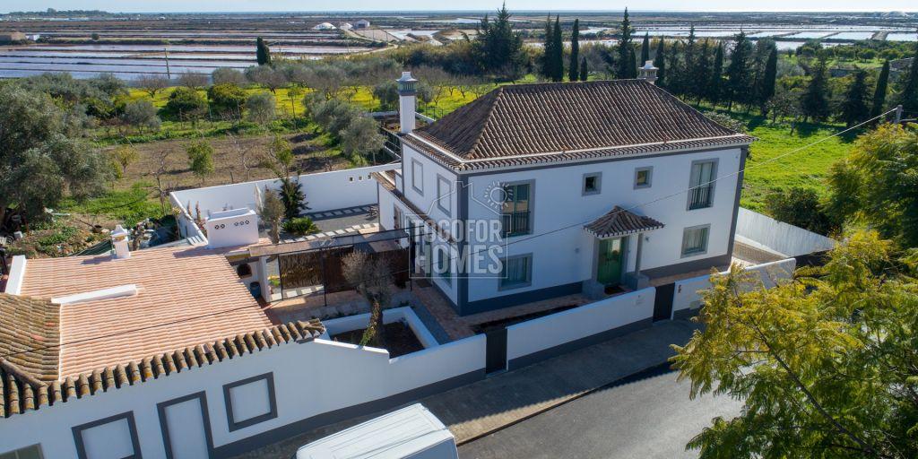 Renoviertes Portugiesisches Haus Mit 4 Schlafzimmern Anbau Und