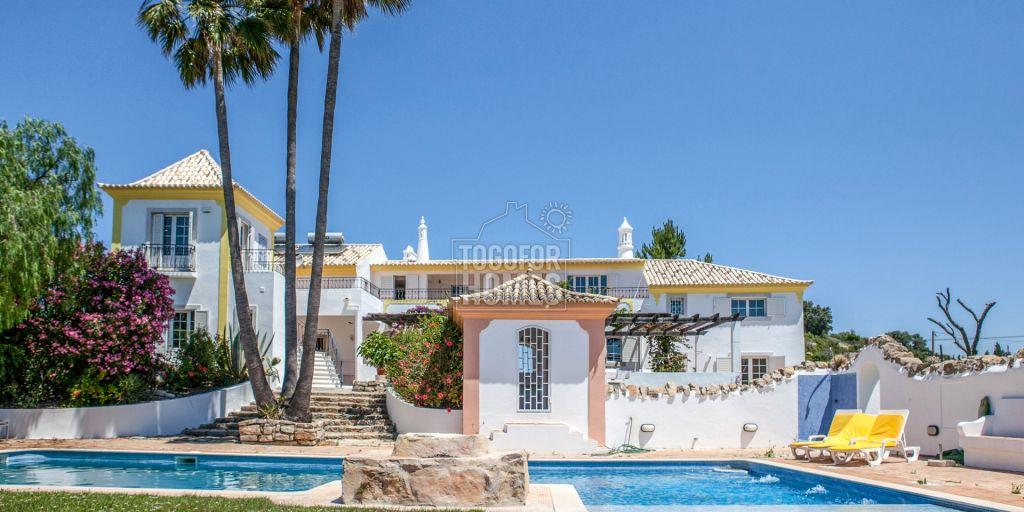 7 Sz Villa Im Landhausstil Mit Pool Weitlaufige Terrassen Und