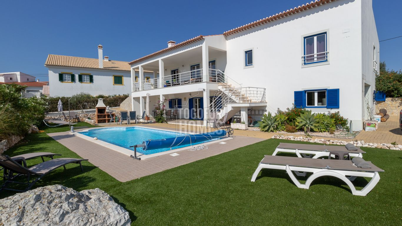 LG1178 - Modern 3 + 2 bedroom villa with garage and pool Vale da Telha, West Coast