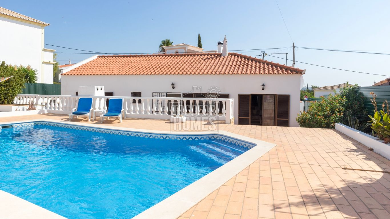 LG1205 - 2 Bedroom Villa with Pool, north of Alvor