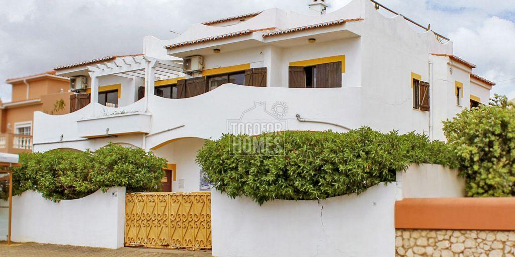 Villa Plus Auberge Avec 5 Chambres Et Appartements Piscine Et