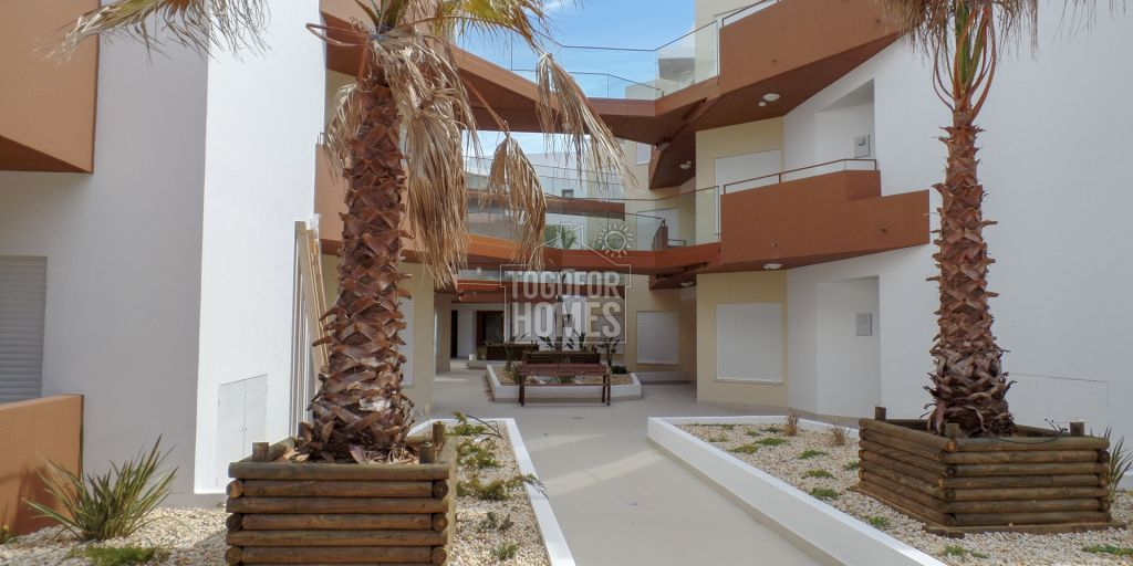 Luxury 2, 3 and 4 bedroom apartments with view of the Rio Arade ...