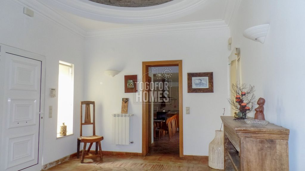 Tranquil 6 Bedrooms Mediterranean Style Villa, 5 min drive to Beach ...