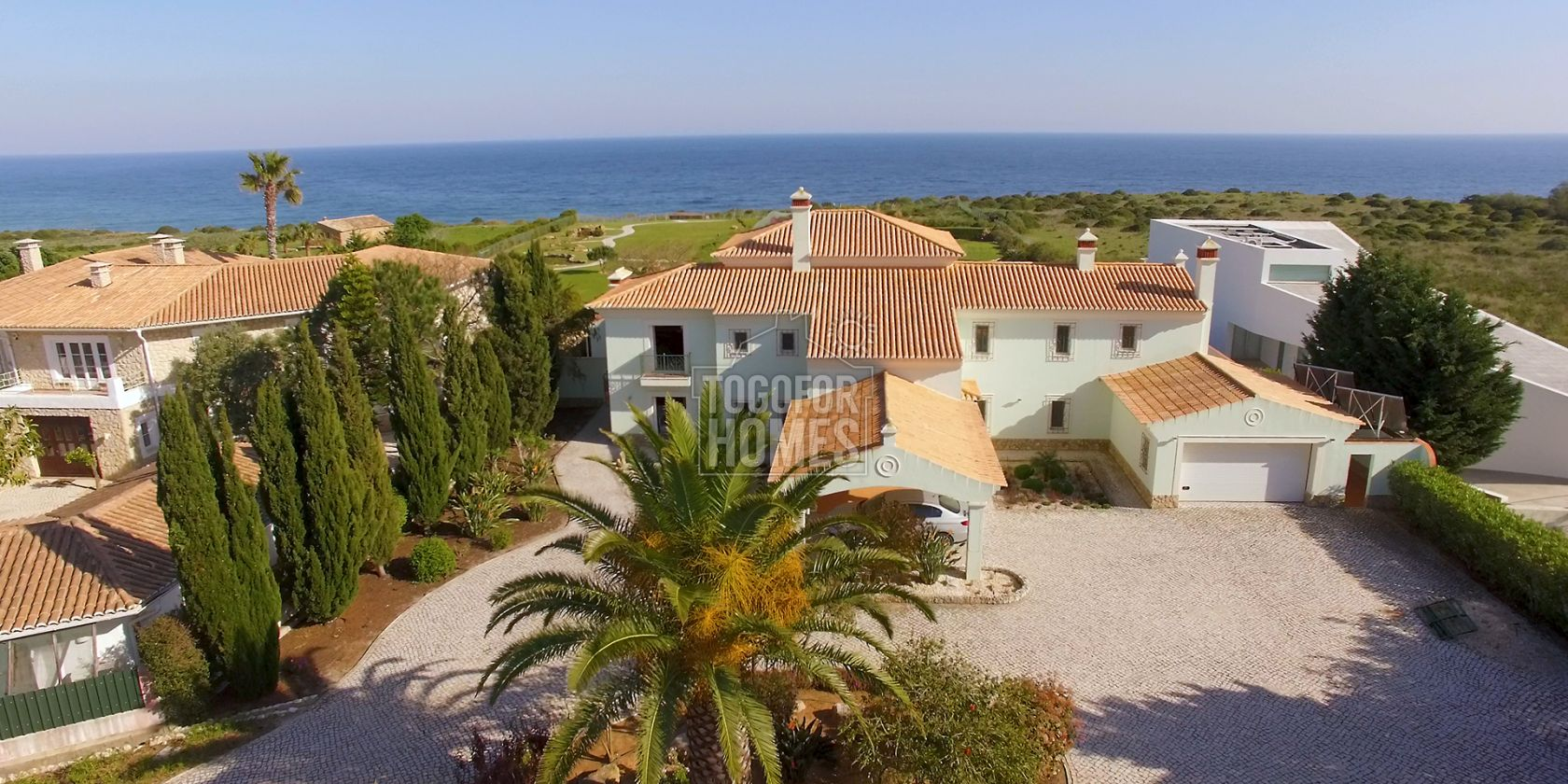 LG814 - Magnificent 5 Bedroom front-line villa, with pool, between Burgau and Praia da Luz, West Algarve