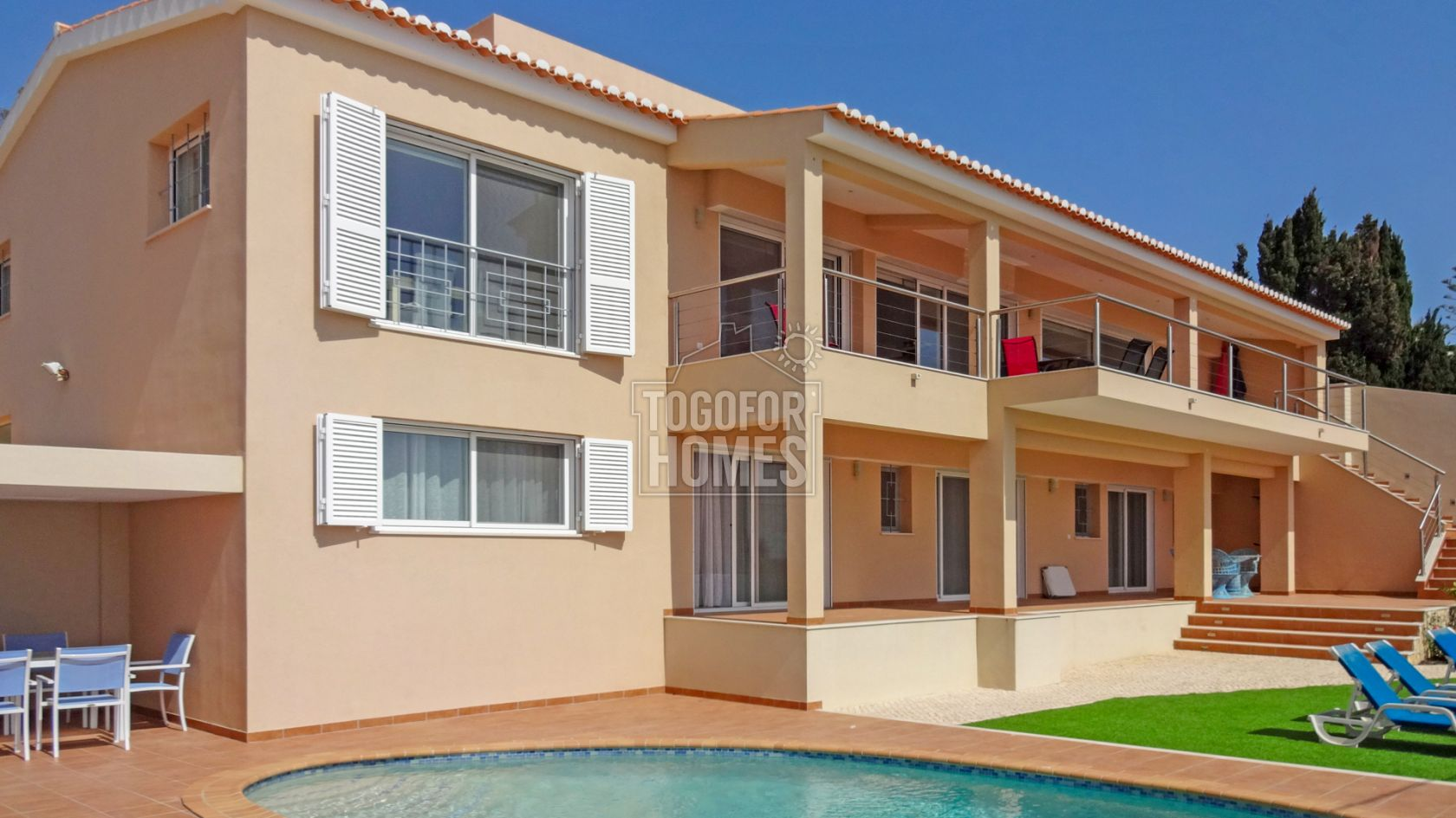 Contemporary front line 4 bedroom villa 10m from beach praia da luz near lagos lg825 togofor homes
