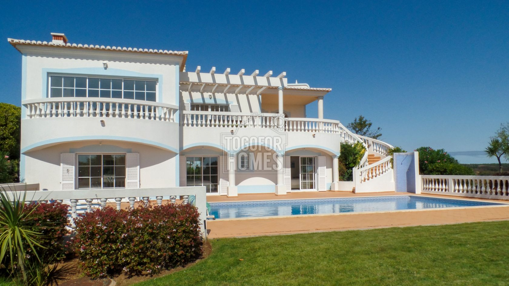 LG971 - 4 Bedroom Villa with Private Pool and Sea Views